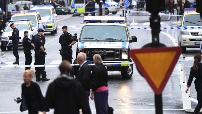 Poliser och avspärrningar vid Medborgarplatsen i Stockholm efter knivattacken. Foto: / TT NYHETSBYRÅN