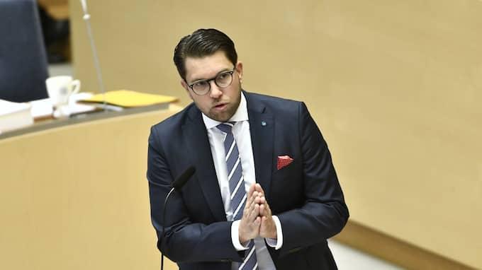 Jimmie Åkesson (SD) förklarar krig mot organiserade brottsligheten – och vill möjliggöra för polisen att ta hjälp av militär. Foto: CLAUDIO BRESCIANI/TT