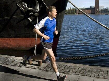 Rensar tankarna. Ett av KD-ledaren Göran Hägglunds fritidsintressen är att springa. I Stockholm går en av favoritslingorna längs Söder Mälarstrand.