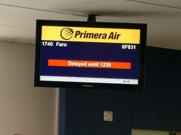 Enligt Primera Air beror förseningen på följdeffekter efter ett tekniskt problem på planet.