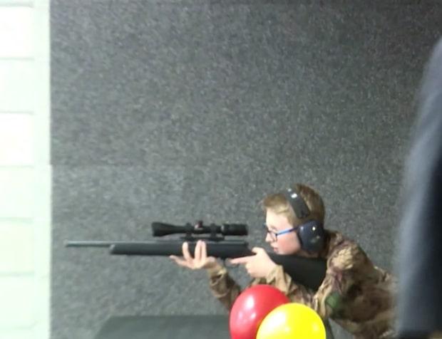 Här lär sig barnen att använda vapen i USA