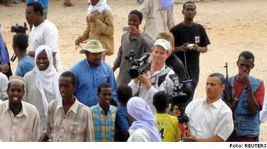 Martin Adler strax innan han sköts till döds vid en demonstration i Mogadishu.