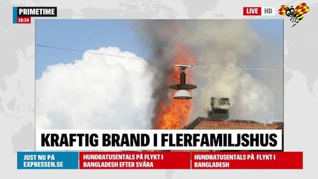Kraftig brand i flerfamiljshus i Eksjö – inte under kontroll