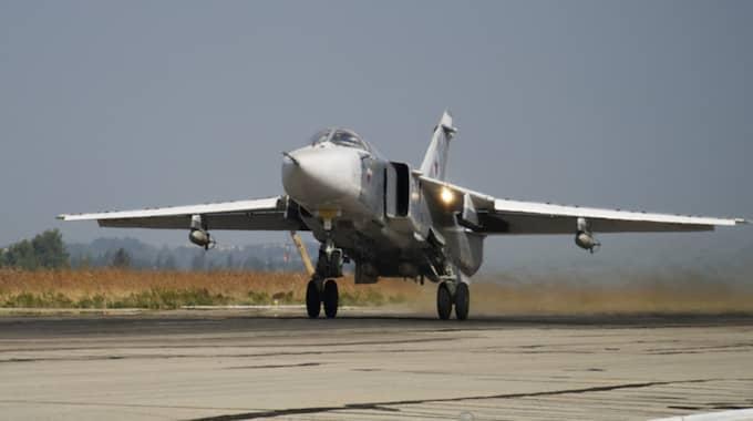 Ett ryskt Su-24 lyfter från en flygbas i Syrien. Arkivbild. Foto: Vladimir Isachenkov/AP