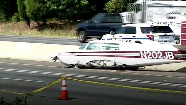 Flygplan kraschade på motorväg och krockade med bil