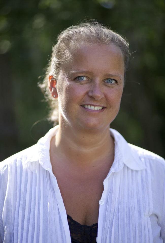 Viveka Gulda stormtrivs i sin vita sekelskiftesdröm.