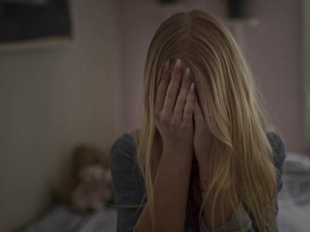 Amanda, 14: Mamma, de gruppvåldtog mig – vi måste anmäla