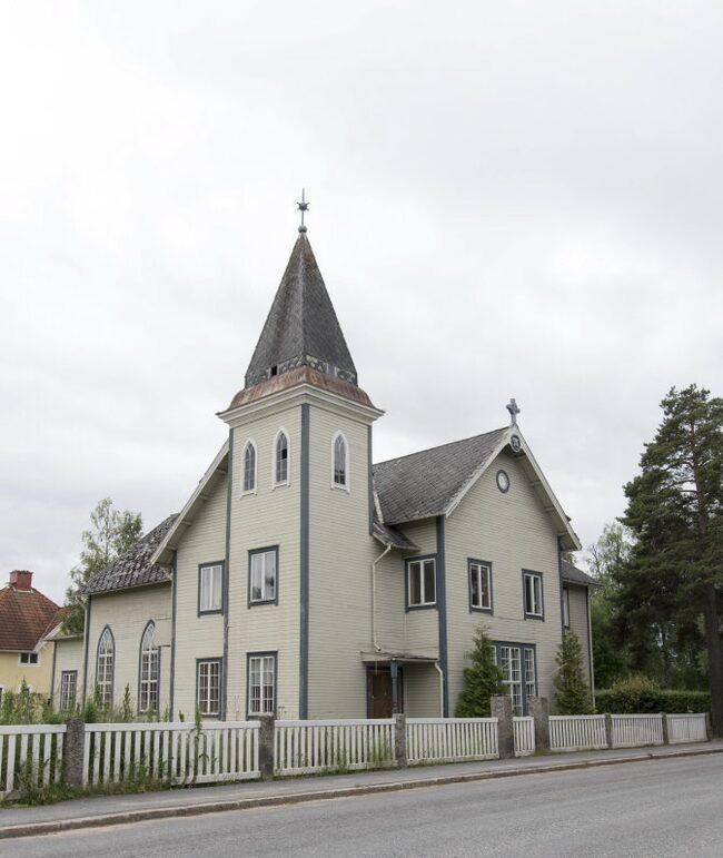 Nu finns en unik chans till köp av en annorlunda bostad. Ett gammalt missionshus från 1912 som är omgjord till villa.