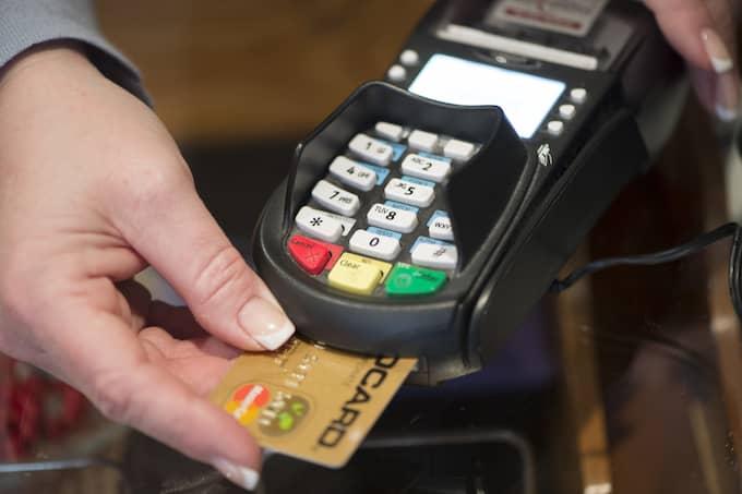 Många svenskars bankkort går varma under Black Friday. Foto: Fredrik Sandberg / TT NYHETSBYRÅN
