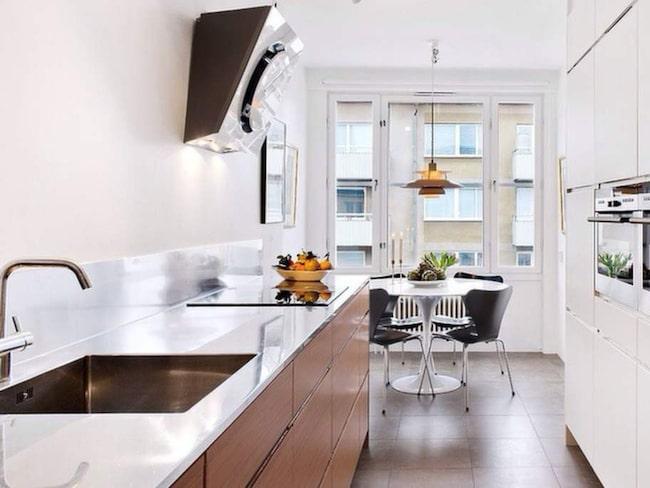 Så här såg köket i Isabellas och Odds nya lägenhet ut vid visningen. Nu är paret inbodda och tänker börja inreda på allvar.