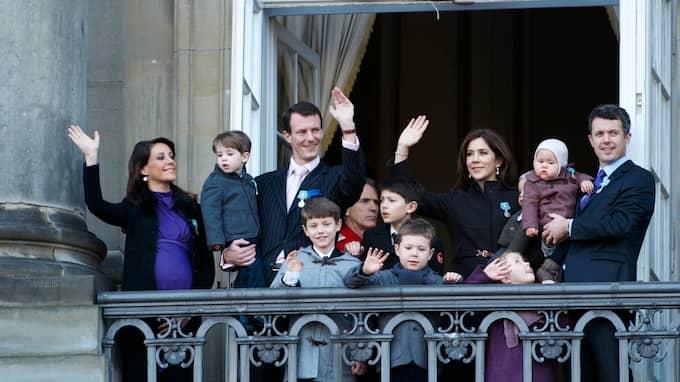Kronprins Frederik och prins Joachim med sina familjer. Foto: STEFAN LINDBLOM / STELLA PICTURES
