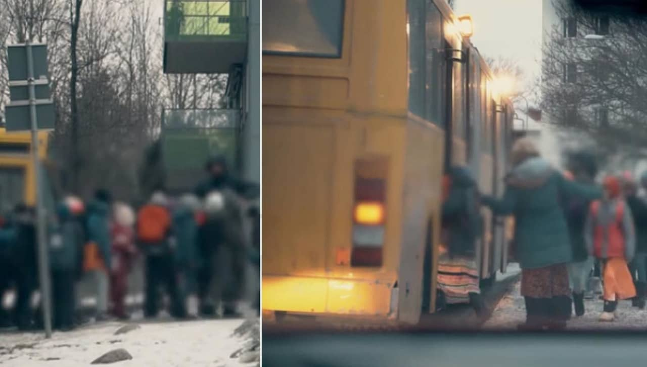 Har tvingas flickorna sitta langst bak i bussen