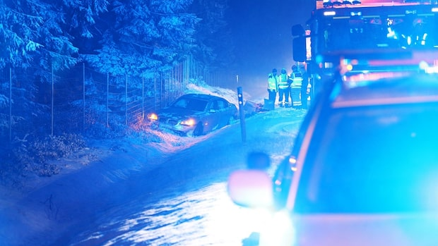 Bil körde in i bergvägg – flera olyckor på morgonen