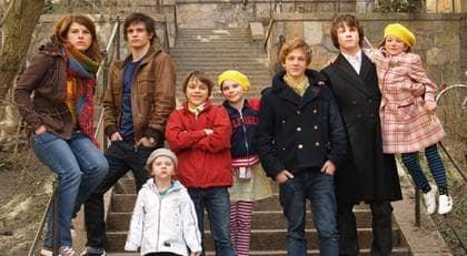 """Att de åtta syskonen Blad står på scen i kvällens """"Talang 2008"""" är ett under. Alla åtta föddes för tidigt efter havandeskapsförgiftningar. """"Jag är är oerhört stolt och tacksam till att livet gett mig dessa mirakler"""", säger mamma Nina. Foto: TV4"""