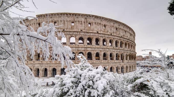 Även Rom har fått snö. Foto: FABIO MAZZARELLA / AVALON.RED B2635