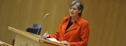 Socialförsäkringsminister Cristina Husmark Pehrsson vid sjukförsäkringsdebatten i riksdagen. Foto: Bertil Ericson / Scanpix