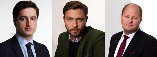 Reportern Diamant Salihu är åtalad för vapenbrott, nyhetschefen Andreas Johansson och ansvariga utgivaren Thomas Mattsson är åtalade för anstiftan till vapenbrott.