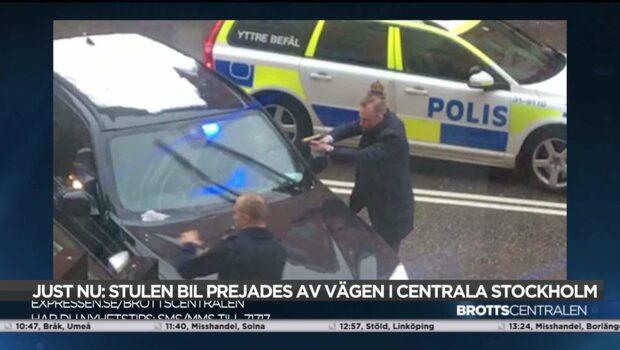 Bil prejades av vägen efter polisjakt