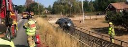 JUST NU: Bil kraschade  –hamnade i en trädgård