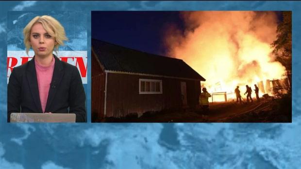 Ladugård står i full brand – spridningsrisk