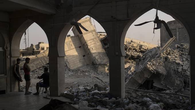 Stora delar av Mosul har förstörts under den nio månader långa striden mot IS. Foto: FELIPE DANA / AP TT NYHETSBYRÅN