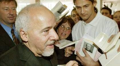 I en intervju med sajten Torrentfreak uttalar sig Paulo Coelho sitt stöd för Pirate Bay. Foto: Michael Probst