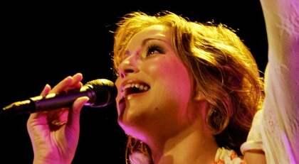 OHOTAD. Lisa Nilsson skräms inte längre av sina gamla låtar. När hon 20-årsjubilerar som artist åker hon på turné där hon bjuder på gammalt och nytt. Foto: Magnus Jönsson