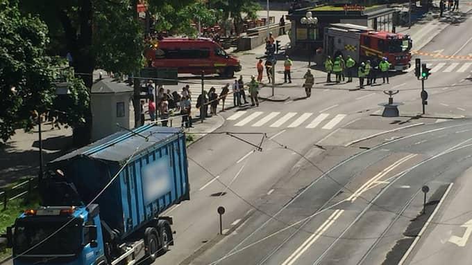 En kontaktledning till spårvagnen har rivits ned i Göteborgs centrum. Foto: Lars Wallström