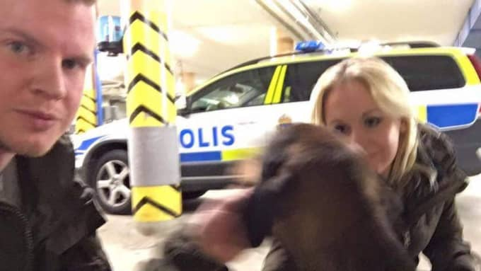 Andreas Selin och Linda Sarajärvi hämtade Nora hos polisen i Trollhättan och tog henne till veterinär.