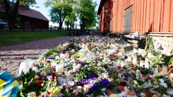 Många sörjer Lisa Holm. Foto: Anna Svanberg