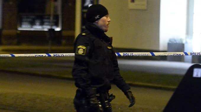 Polisen har spärrat av ett område. Foto: FRITZ SCHIBLI / FRITZ SCHIBLI - FZ WEBBFILM