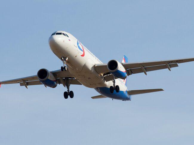 Händelsen filmades på ett Ural Airlines-planet.