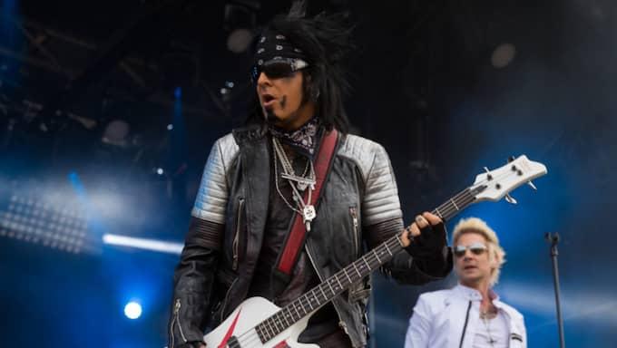 Nikki Sixx spelar på Sweden Rock med sitt band Sixx: AM Foto: Peo Möller / KVP/EXPRESSEN