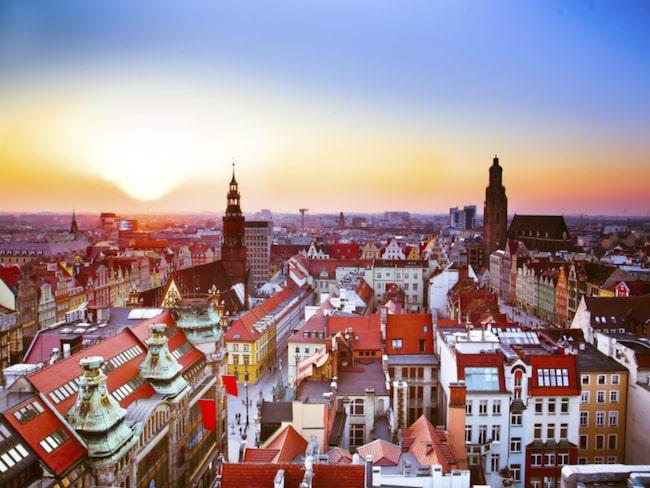 I Wroclaw hittar vi superbilliga krogar, nyrenoverade hotell, skakiga spårvagnar och omtumlande historia precis som i de mer kända polska städerna.
