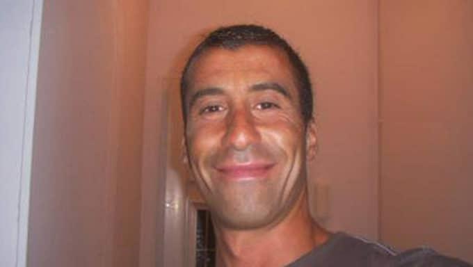 Polisen Ahmed Merabet, 42, sköts till döds.