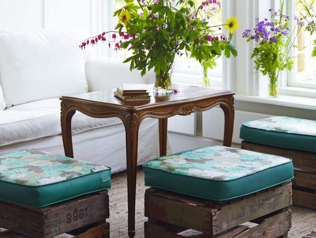 <span>Lådorna blir utmärkta sittpuffar om du vänder dem upp och ner och lägger på en dyna.</span>