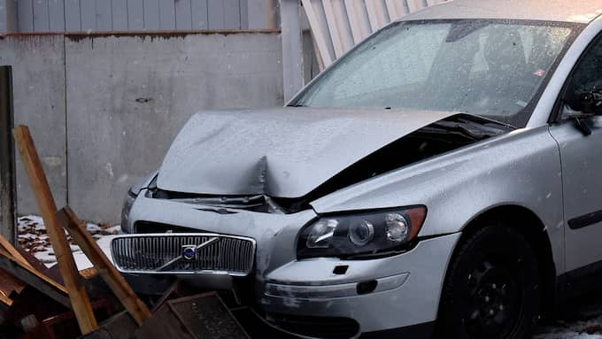 Bilens front blev skadad i olyckan. Foto: Jens Christian