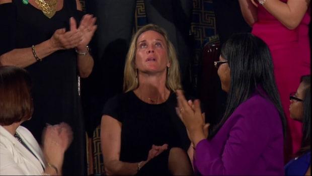Stående ovation för soldatänkan