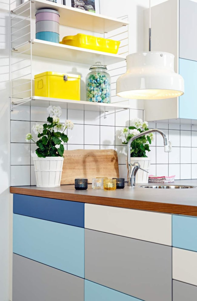 2 Personlig mix. Om man gillar det färgglada så har Collage från Härjedalskök olika färg på luckor och lådor.