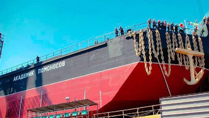 Kärnkraftverket byggs på den här pråmen som har sjösatts på varvet i S:t Petersburg. Foto: OKBM