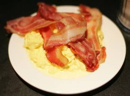 Bacon och äggröra - knappt en kolhydrat.