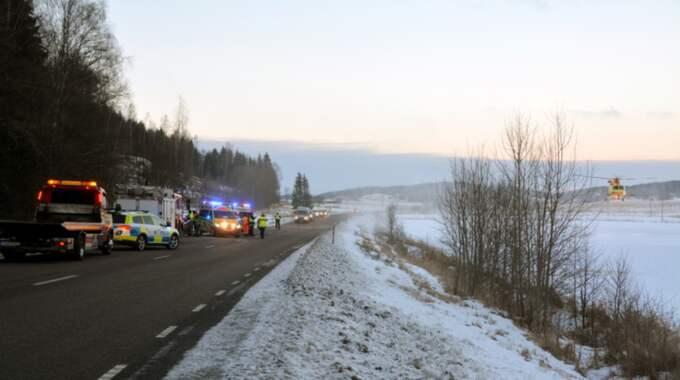 Både föraren och två små barn fördes till Östra sjukhuset med ambulans och ambulanshelikopter. Foto: Mikael Berglund Nyheter Sto