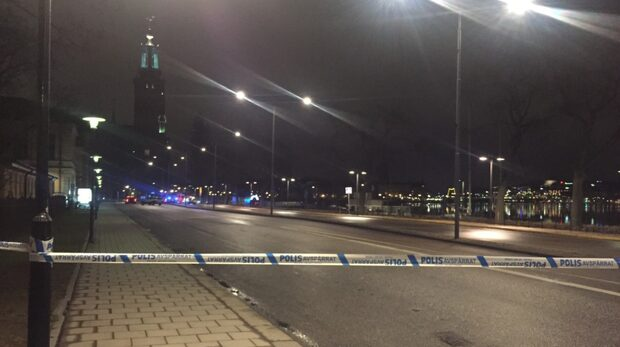 Bil körde in i Stockholms stadshus