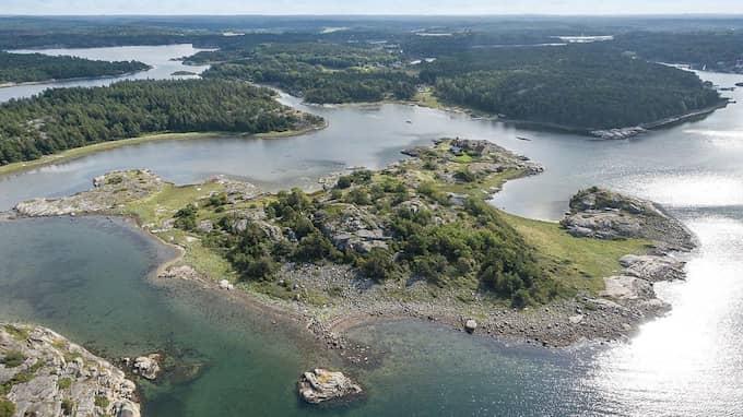 Rundö Kollen är belägen 450 meter från Rossö hamn i Strömstad kommun. Foto: Askengren fastighetsmäklare