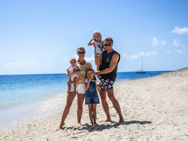 Lina och Robert Nygren med barnen Juni, Penny och Charlie är ute på en långresa.