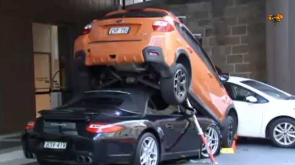 Skulle bara parkera kundens Porsche