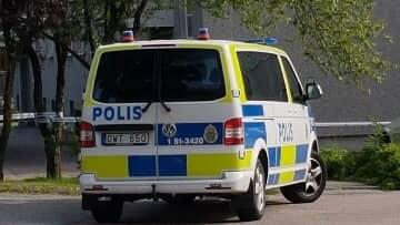 Polisen har spärrat av ett stort område efter ett misstänkt mordförsök i Kallebäck. Foto: LÄSARBILD