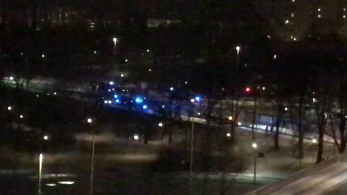 Personen körde en bil som strax innan stoppats av polisen för kontroll. Foto: Läsarbild