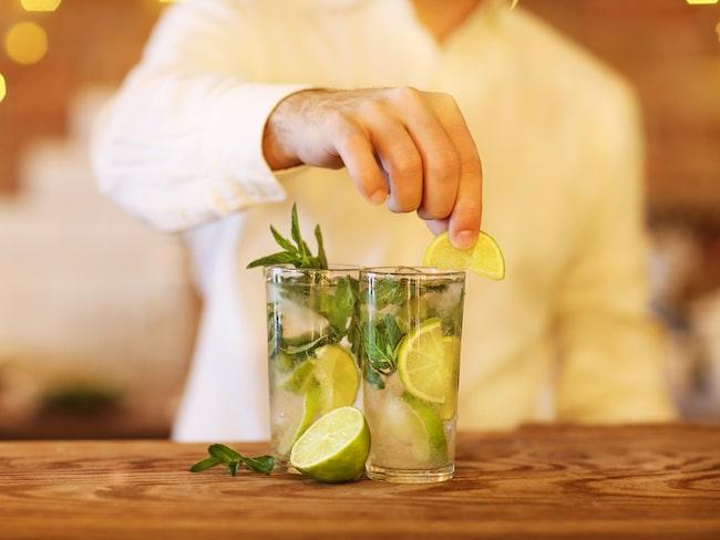 Alla drinkar, på de deltagande barerna, säljs för sex pund (cirka 67 kronor) styck.