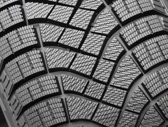 Lika bra som dubbat? Pirelli använder en mängd nya tekniker som ska ge bättre grepp på både snö och is.